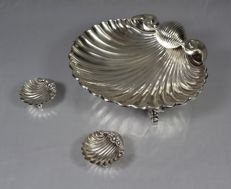 Silver oyster-shaped bowl and two silver salt cellars - Porto, Portugal - 20th century