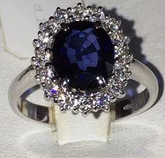 Ring in 18 kt white gold with 2.52 ct sapphire and 0.58 ct diamonds