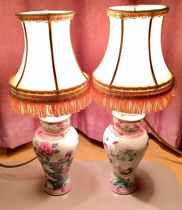 Lot consisting of 2 French Fencai porcelain vases - painted with roosters - mounted with a satin and silk lamp - early 1900