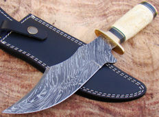 Damascus Steel Handmade Hunting Knife - Hand Engraved Camel Bone Handle - 31.25 CM - Leather Sheath