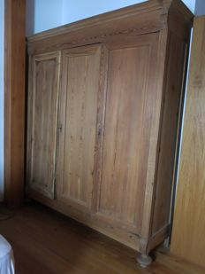 Wooden wardrobe with three doors - Piedmont, late 19th century