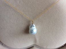 17x12 mm South sea pearl pendant with 18K gold necklace
