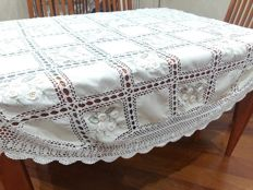 Round cotton tablecloth with embroidery and crochet inlays Diameter 170