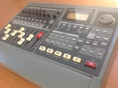 Roland VS880EX Digital Studio Workstation 'Epanded' - 24-bits Top 8-Track Multitrack Recorder