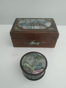 Beautiful wooden casket and jewellery box with multicoloured mother-of-pearl inlay. Indochinese work, 19th century