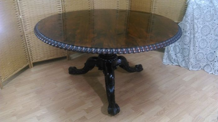 A fine George IV rosewood center table by Gillows of Lancaster circa 1820