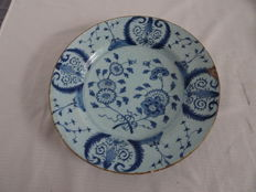 Faience plate with floral depiction