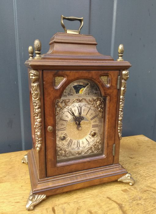 Wuba Warmink walnut bracket clock / table clock - late 20th century