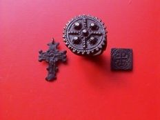 Lot 3 x - large Byzantine/Eastern Orthodox ring - Crucifix - crutch cross coin weight - 17th/18th century