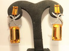 Kesia: 18 kt yellow gold earrings with topaz and diamonds, approx. 0.68 ct in total