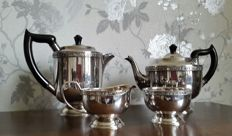 Nice silver plated 4-piece tea Set with decorative edges, branded Viners of Sheffield