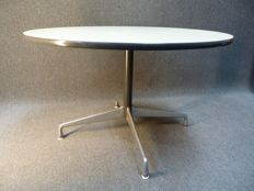 Charles & Ray Eames for Herman Miller - Round table no. 1 on aluminium foot