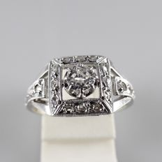 18 kt white gold Art Deco ring with 0.25 ct central diamond, 18 rose cut diamonds