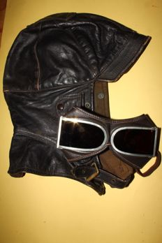 Lot of 1930s aviator helmet and goggles