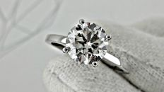 2.01 ct  round diamond ring made of 14 kt white gold  *** NO RESERVE PRICE ***