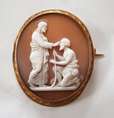 Antique cameo brooch (19th century) in shell and 750 gold