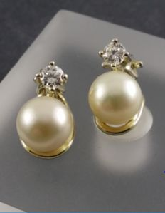 585 yellow gold / real freshwater cultivated pearls - pearl clip-on earrings + diamonds