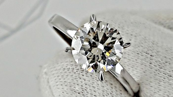 IGL 2.07 ct  SI1 round diamond ring made of 18 kt white gold - size 8