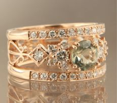 14 kt rose gold band ring set with a central 0.80 carat brilliant cut green amethyst and an entourage of 34 brilliant cut diamonds, approx 0.64 carat in total