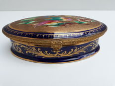 Porcelain jewellery box with gilded mountings