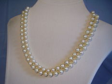 High quality, genuine two strand Akoya pearl necklace with sapphire-adorned 18 kt white gold clasp