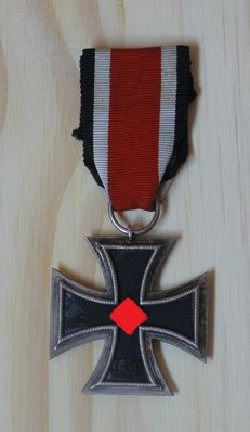 Iron Cross of Second Class 1939. Good Condition. Genuine; Ring of 1.5 cm Thickness and Marked, Manufacturer 25 Arbeitsgemeinschaft der Graveur. Made up of Three Parts. Magnetic Core.