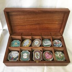 Franklin Mint limited edition , complete collection of 10 24k gold Porcelain Love theme Musical trinket Boxes playing Classical pieces in a beautiful mahogany wood box