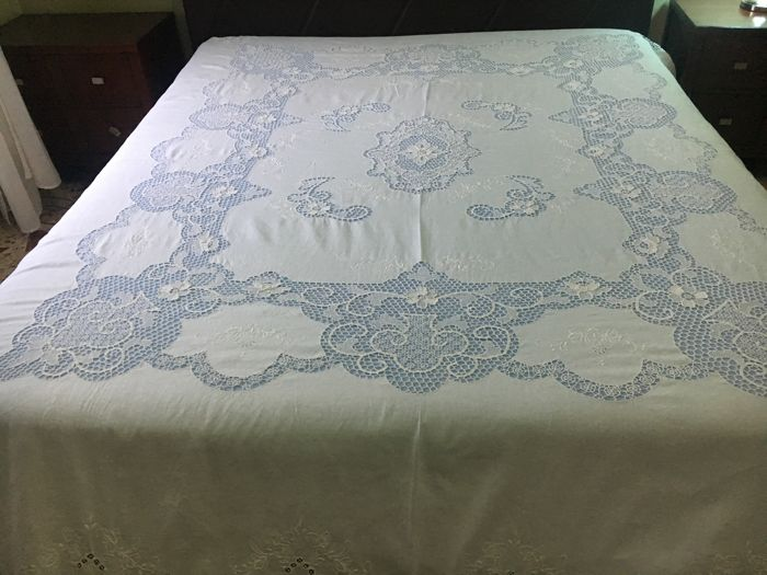 Fine and antique pure linen white bedspread - finely handmade - NO RESERVE