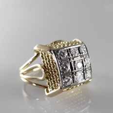 18 kt high Plateau ring with 0.60 ct brilliant cut diamond - 5.3 grams - ring size 17.75 mm (56)