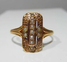 Ring decorated with scrolls and fine pearls, 18 kt pink gold