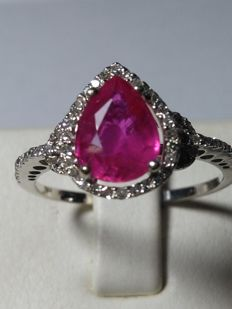 Cocktail ring in 18 kt gold  With a ruby for 1.70 ct and diamonds for 0.60 ct ***No reserve price***