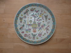 Large, beautiful, decorated famille rose dish - China - Late 19th century