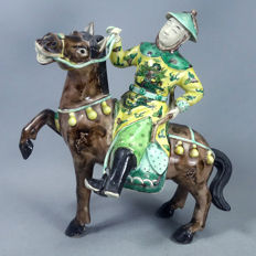 Exceptional Large Chinese porcelain Warrior on horse, Famille verte, Late 19th century