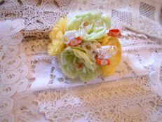10x vintage doilies and runners with a beautiful complimentary gift