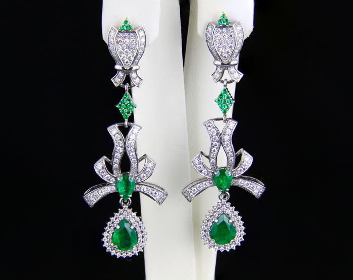 3.38 ct Emeral And Diamond Gold Earrings. *Free shipping*