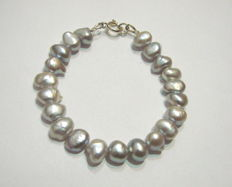 Bracelet with freshwater pearl weight 13g Dimensions 19.5cm,hallmarked silver925
