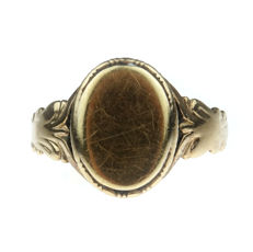 Antique, 14 kt gold signet ring with room for engraving, 19th century