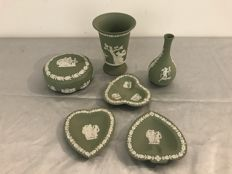 Collection of 6 pieces of green Wedgwood Jasperware