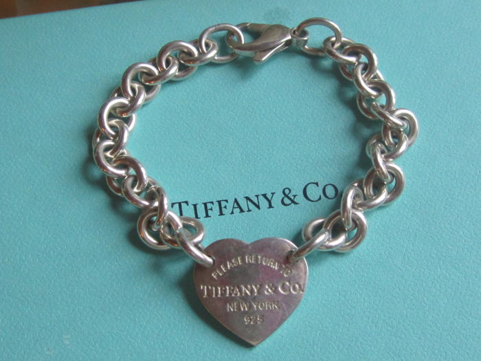 Please return to TIFFANY & CO  New York 925 bracelet in 925 silver - A 2 cm tall x 2 cm wide heart in the centre - Hallmarked - 19 cm - 26.88 g