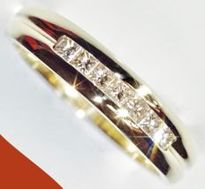 585/1000 - 14 kt yellow gold unisex ring set with 7 princess cut diamonds of 0.05 ct = 0.35 ct - Ring size 17.75 mm 'NO RESERVE PRICE*