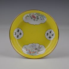 A porcelain dish, marked Republic - China - 1920
