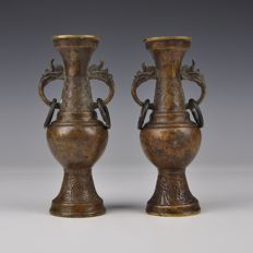 A set of bronze vases - China - Around 1900