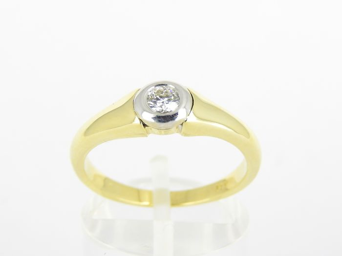 14 kt gold ring with +/- 0.10 ct diamond - size 17.5 - 3.7 grams