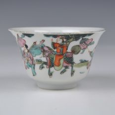 A Famille Rose porcelain bowl - China - Around 1900