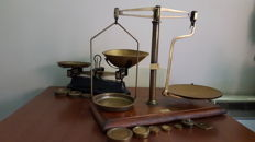 Lot of 2 scales - England - ca. 1900