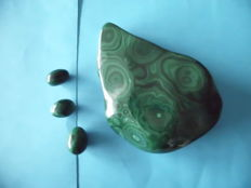 Malachite - Large piece Polished + 3 Eggs polished - approx. 900 g