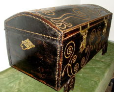 Large Leather Chest - Covered with Pin Points and Brass Mounts - Wood  Supports - Spain - C.a  1900