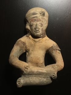 A huge pre-Columbian pottery sitting figurine