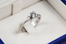 Damiani - Solitaire ring with diamond - 18 kt white gold - Measurements: 16.8 mm in diameter