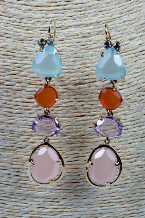dangle earrings in yellow gold with sapphires, agates, carnelians, amethysts and pink quartz
